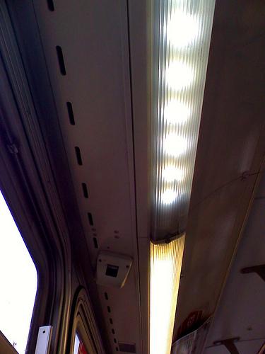 LED izzó meleg fehér színben