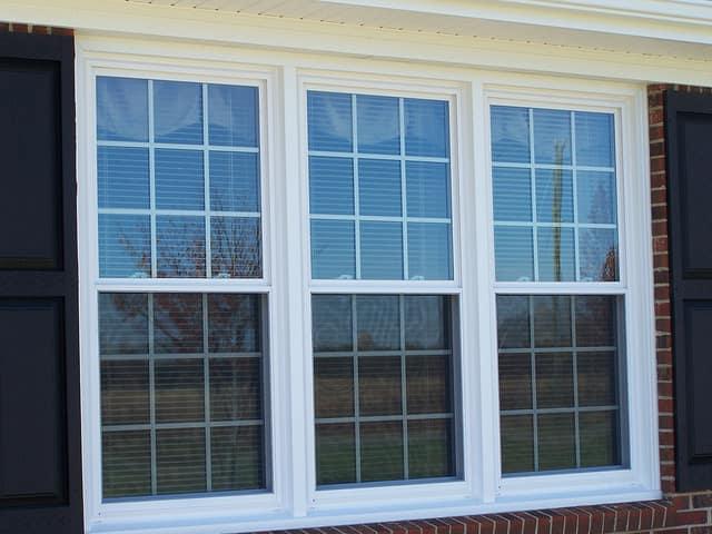 A szakértők dolga a műanyag ablak beszerelése