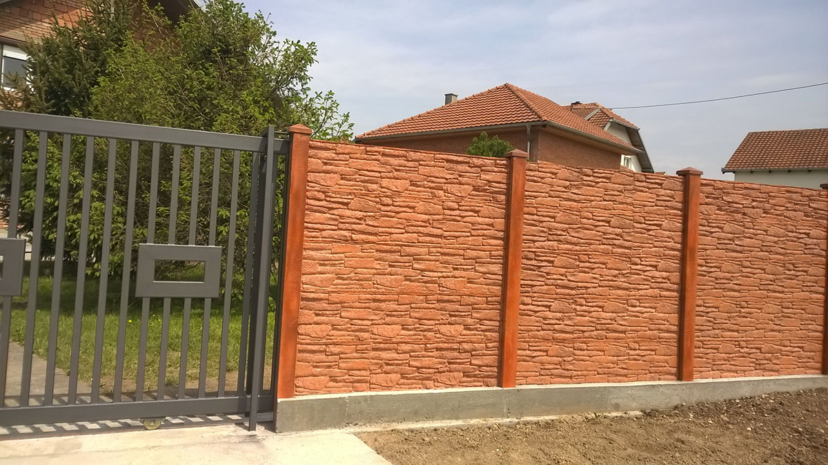 Alapozó munkálatok a betonkerítés felállításakor